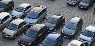 Tragedia na parkingu przychodni: w samochodzie znaleziono zwłoki mężczyzny-7747