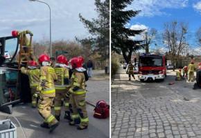 Sopot: Dachowanie auta, jest poszkodowana! Akcja służb na skrzyżowaniu ul. Jana z Kolna z ul. Klenczona-8341