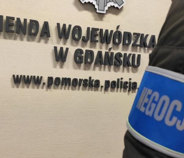 Gdańsk: Chciał skoczyć z mostu! Policjanci zapobiegli tragedii-8344