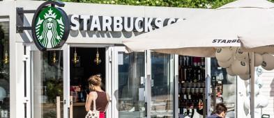 Starbucks wrócił na plażę w Sopocie! Sezonowa kawiarnia znów ugości influencerów i celebrytów-9303