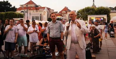 """Janusz Korwin-Mikke w Sopocie! """"To wy rządzicie tą knajpą!"""" [WIDEO]-9556"""