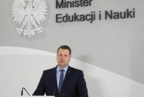 """Minister Czarnek chce bronić dzieci. """"Lewacka organizacja z obsesją na...""""-9632"""