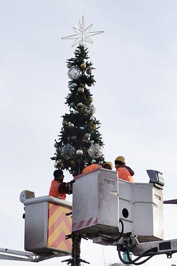W Sopocie pojawiły się pierwsze świąteczne dekoracje [FOTO]-443
