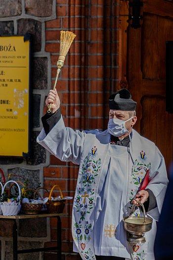 Sopot: święcenie pokarmów przeniesione na świeże powietrze [FOTO]-495