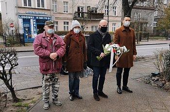 XI. rocznica katastrofy smoleńskiej. Sopocianie oddali cześć ofiarom-498