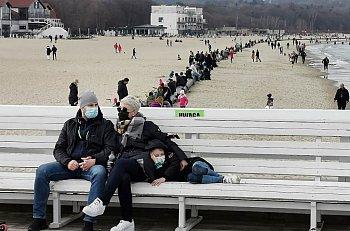 Takich tłumów w Sopocie jeszcze w tym roku nie było! 11.4.2021 [FOTO]-500