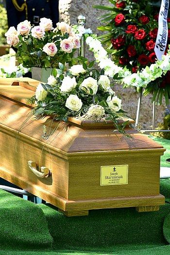 """Pogrzeb Jacka Starościaka. """"Ptaki w tle śpiewały mu najpiękniejsze arie""""-528"""