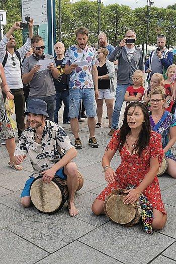Flash mob na Placu Przyjaciół Sopotu [11.06.2021]-559