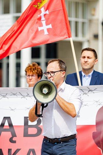 Sopot: protest w sprawie przetrzymywanych Polaków na Białorusi [FOTO]-597