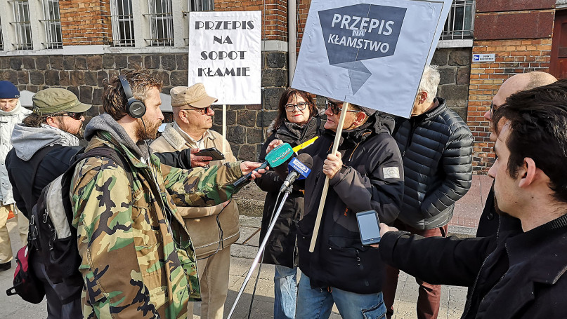 Pikieta po Urzędem Miasta Sopotu - STOP kłamstwom za pieniądze sopocian